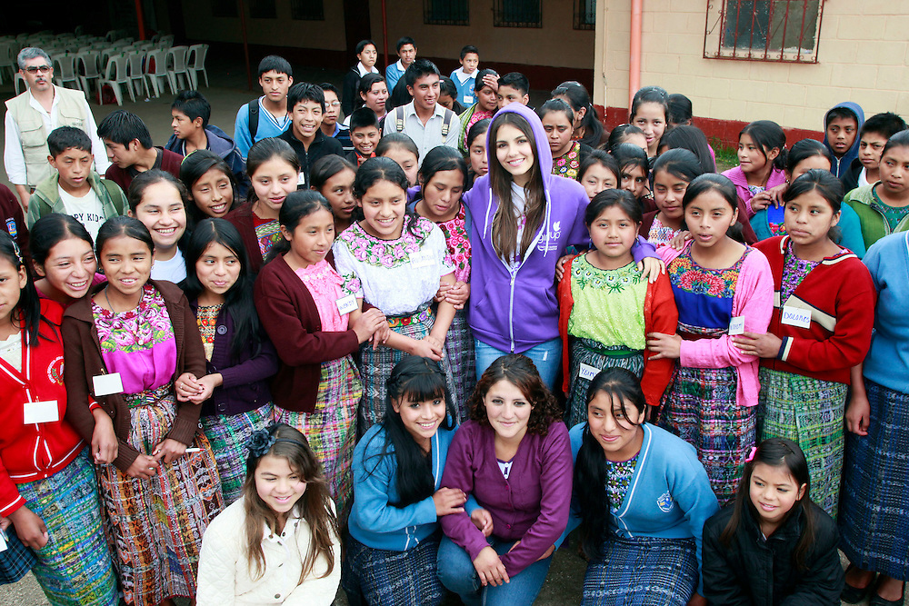 """Television star and Girl Up Champion Victoria Justice joins adolescents at the Ministry of Public Health and Social Welfare program """"espacios amigables"""", in Chimaltenango, Guatemala, Tuesday, Aug. 30, 2011. Justice is here to learn about Girl Up's work to support the work of the United Nations to help girls in developing countries. (Stuart Ramson for United Nations Foundation)"""