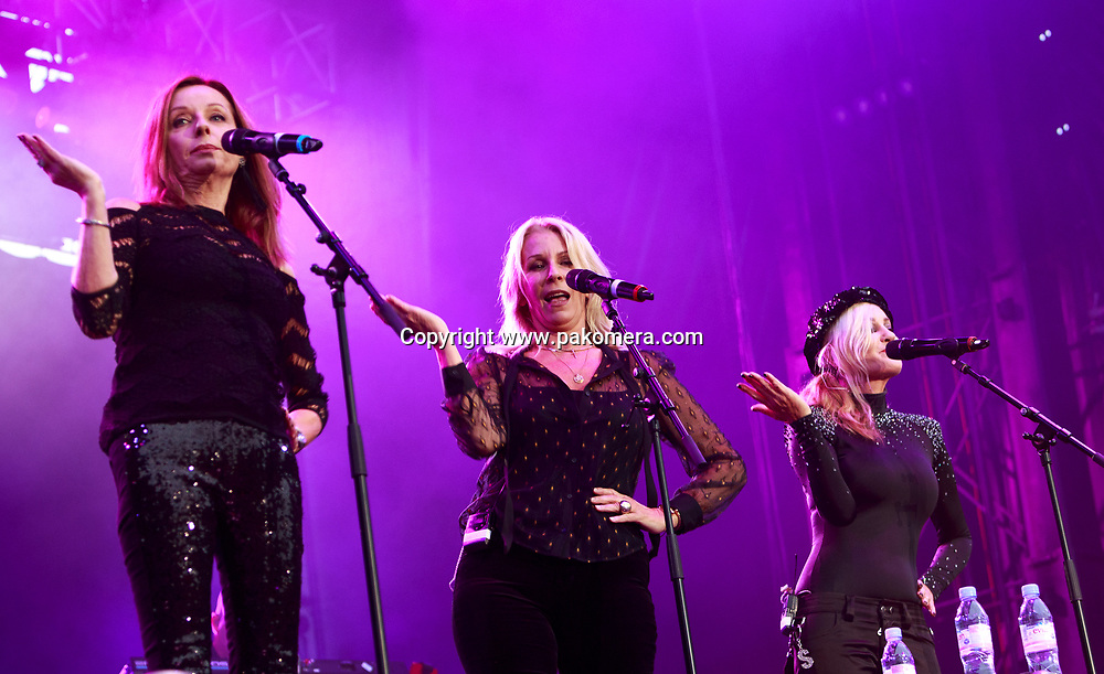 Edinburgh, Scotland. UK. 20 July. Bananarama perform on stage in the Edinburgh Castle's Esplanade on 19 July 2018. Photo: Pako Mera/Alamy Live News.