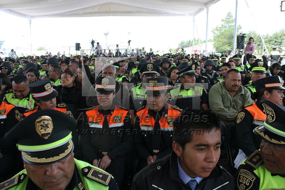 Toluca, México.- Elementos de la SSC durante la puesta en marcha el Programa de Beneficios para Dependientes Económicos de Policías y Personal de Seguridad y Custodios Caídos en el Cumplimiento del Deber, así como el régimen de Estímulos y Recompensas de la Secretaría de Seguridad Ciudadana. Agencia MVT / José Hernández