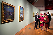 Prinses Beatrix en Koningin Sonja openen Munch-expo