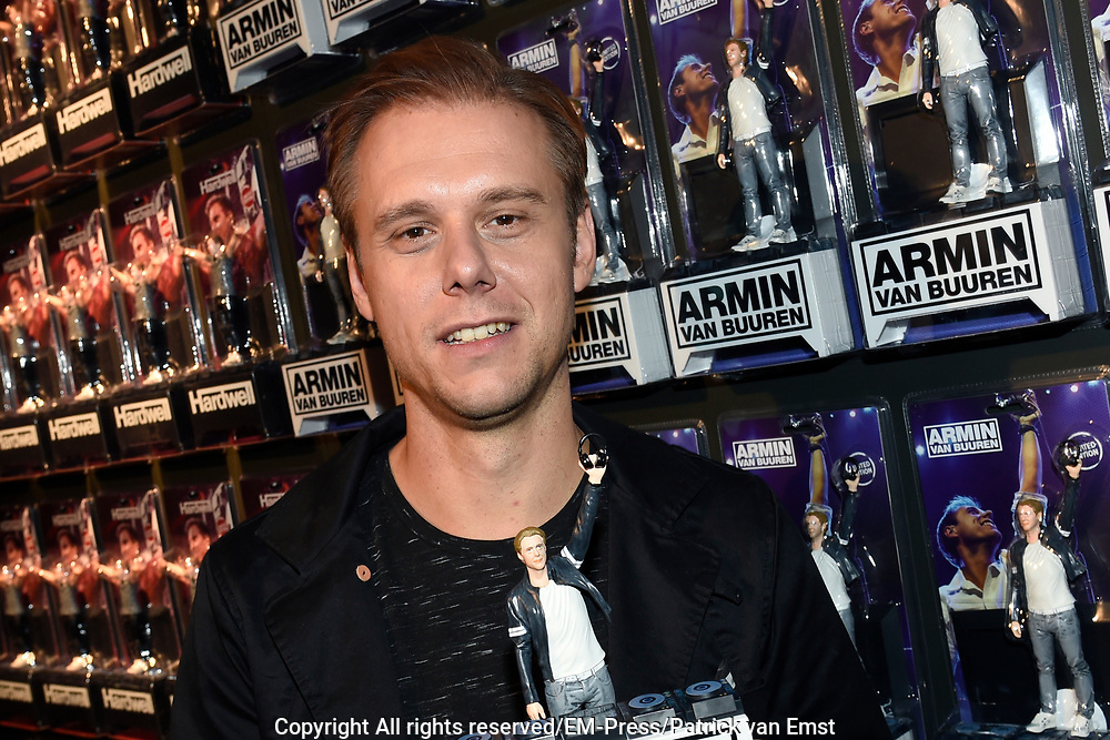 DJ's Armin van Buuren en Hardwell vereeuwigd als action figure // DJs Armin van Buuren and Hardwell as action figure<br /> <br /> Op de foto / On the photo:  DJ Hardwell ( obbert van de Corput )