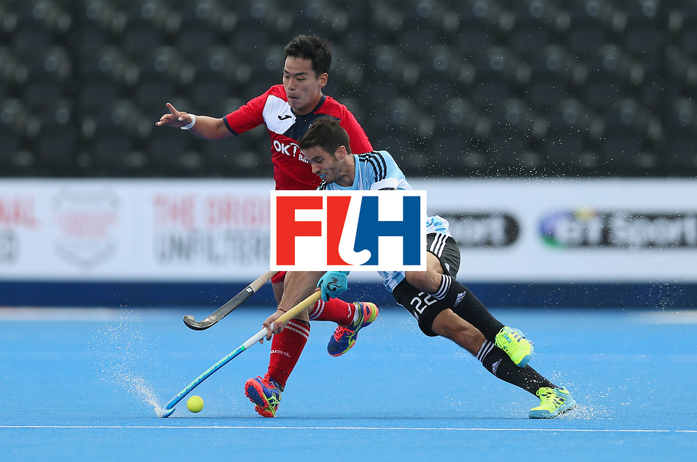 LONDON, ENGLAND - JUNE 15:  Junwoo Jeong of South Korea and Matias Rey of Argentina battle for the ball during the Pool A match between Korea and Argentina on day one of Hero Hockey World League Semi-Final at Lee Valley Hockey and Tennis Centre on June 15, 2017 in London, England.  (Photo by Alex Morton/Getty Images)