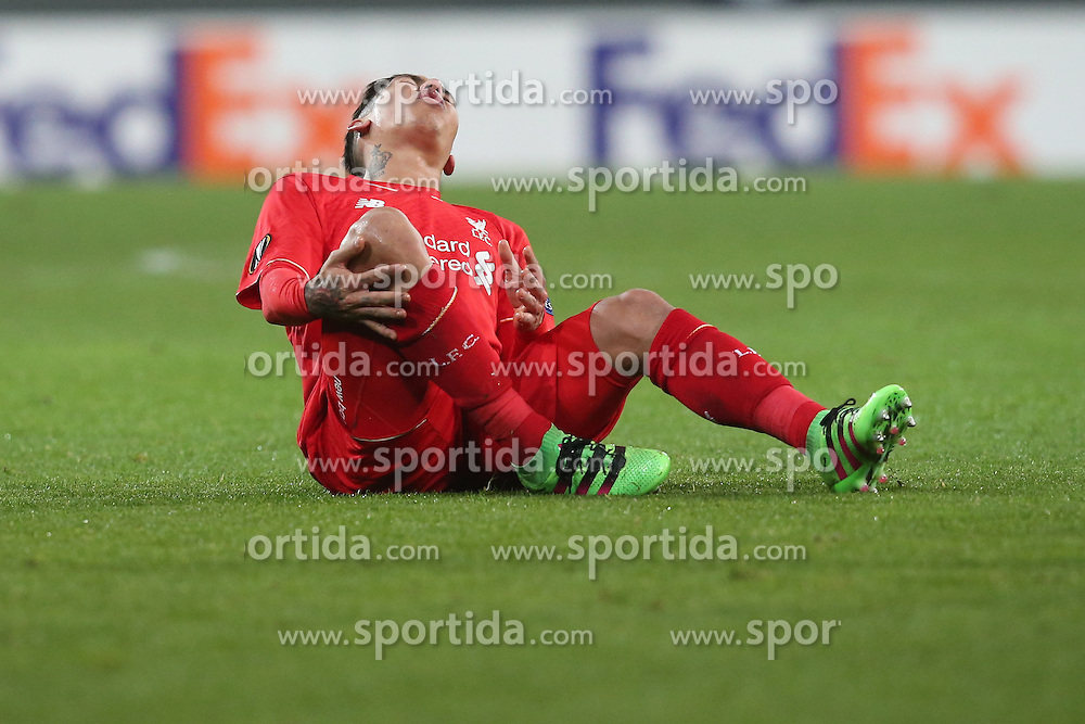 18.02.2016, WWKArena, Augsburg, GER, UEFA EL, FC Augsburg vs FC Liverpool, Sechzehntelfinale, Hinspiel, im Bild Roberto Firmino ( FC Liverpool ) // during the UEFA Europa League Round of 32, 1st Leg match between FC Augsburg and FC Liverpool at the WWKArena in Augsburg, Germany on 2016/02/18. EXPA Pictures © 2016, PhotoCredit: EXPA/ Eibner-Pressefoto/ Langer<br /> <br /> *****ATTENTION - OUT of GER*****
