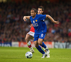 LONDON, ENGLAND - Tuesday, May 5, 2009: Arsenal's Cesc Fabregas and Manchester United's Anderson during the UEFA Champions League Semi-Final 2nd Leg match at the Emirates Stadium. (Photo by Carlo Baroncini/Propaganda)