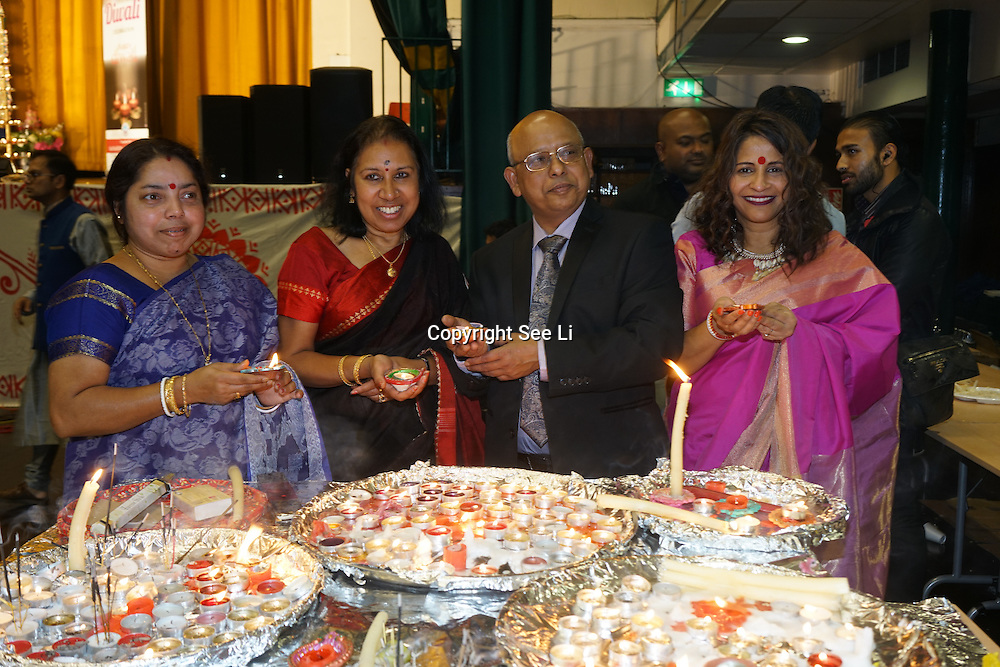 London, UK. 30th October, 2016. Hundreds of the Bangladesh community host a Diwali Celebrations 2016 with music, dance and free food at York Hall, London,UK. Photo by See Li