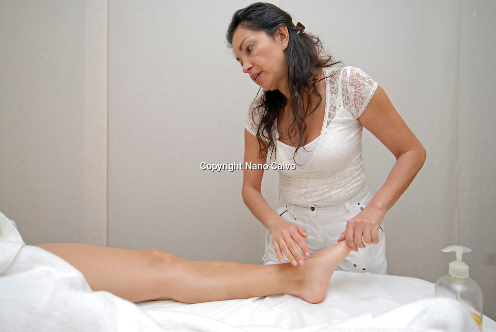 Attractive mexican woman doing a massage with oil - Photo by Nano Calvo
