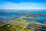 Nederland, Noord-Brabant, Willemstad, 01-04-2016; Volkeraksluizen, in de voorgrond de schutsluizen met drie kolken, daarachter, onder de brug van de A 29, de spuisluizen. Verder de jachthaven met een vierde sluis, voor de pleziervaart. Op het Knooppunt Hellegatsplein splitst de snelweg, naar links de N 59, naar Goeree-Overflakkee via de Hellegatsdam, naar rechts de A29 naar de Haringvlietbrug. De Volkeraksluizen - in de Volkerakdam - verbinden het Hollandsch Diep met het Volkerak en maken deel uit van de Deltawerken.<br /> Volkerak Locks, largest inland navigation locks in Europe, part ofthe Deltaworks.<br /> <br /> luchtfoto (toeslag op standard tarieven);<br /> aerial photo (additional fee required);<br /> copyright foto/photo Siebe Swart