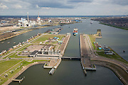 Nederland, Noord-Holland, IJmuiden, 16-04-2008; sluizencomplex aan het begin van het Noordzee kanaal;de Noordersluis, in de achtergrond de elektriciteit centrale in Velsen; Noordzeekanaal, sluis, sluizen, schutten, kolk,;.channel mouth North Sea canal with locks; Corus steel industry in the backgroud; Corus is part of the Tata Steel Group and produces hot-rolled, cold-rolled and metallic-coated steels; steel, iron, coke, ore, coal, cokes, chimney, blast furnaces...  .luchtfoto (toeslag); aerial photo (additional fee required); .foto Siebe Swart / photo Siebe Swart