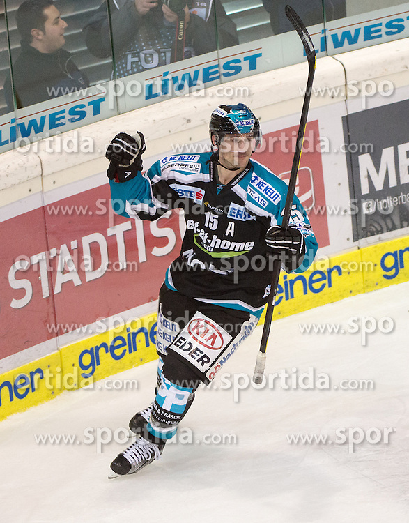 29.01.2016, Keine Sorgen Eisarena, Linz, AUT, EBEL, EHC Liwest Black Wings Linz vs HC Orli Znojmo, Platzierungsrunde,im Bild Brett McLean (EHC Liwest Black Wings Linz) feiert das Tor zum 3 zu 4 // during the Erste Bank Icehockey League 47th round match - placement round between EHC Liwest Black Wings Linz and HC Orli Znojmo at the Keine Sorgen Icearena, Linz, Austria on 2016/01/29. EXPA Pictures © 2016, PhotoCredit: EXPA/ Reinhard Eisenbauer