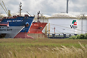 Nederland, Amsterdam, 19-6-2018 Opslagtanks voor chemicalien, brandstof, benzine en diesel. In de terminal nieuwe opslagterminal van Vopak lost een tanker, tankschip, de lading . FOTO: FLIP FRANSSEN