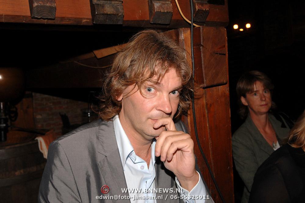 NLD/Amsterdam/20061011 - Presentatie boek Andre van Duin, Matthijs van Nieuwkerk