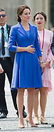 Exclu - Kate Middleton Hand-On-Tummy!
