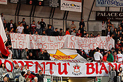 DESCRIZIONE : Varese Campionato Lega A 2011-12 Cimberio Varese Benetton Treviso<br /> GIOCATORE : Tifosi Cimberio Varese Jobey Thomas<br /> CATEGORIA : Ritratto Delusione<br /> SQUADRA : Benetton Treviso Cimberio Varese<br /> EVENTO : Campionato Lega A 2011-2012<br /> GARA : Cimberio Varese Benetton Treviso<br /> DATA : 03/01/2012<br /> SPORT : Pallacanestro<br /> AUTORE : Agenzia Ciamillo-Castoria/G.Cottini<br /> Galleria : Lega Basket A 2011-2012<br /> Fotonotizia : Varese Campionato Lega A 2011-12 Cimberio Varese Benetton Treviso<br /> Predefinita :