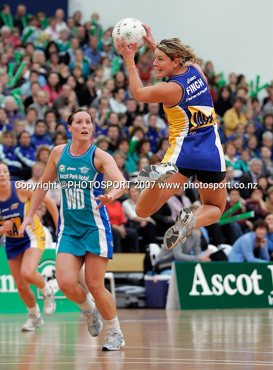 Rebels Phillipa Finch in action during the National Bank Cup round 5 match between the Otago Rebels and the Sting at Edgar Stadium, Dunedin, New Zealand on Sunday 6 May 2007. Photo: Andrew MacKay/PHOTOSPORT<br /> <br /> <br /> 060507