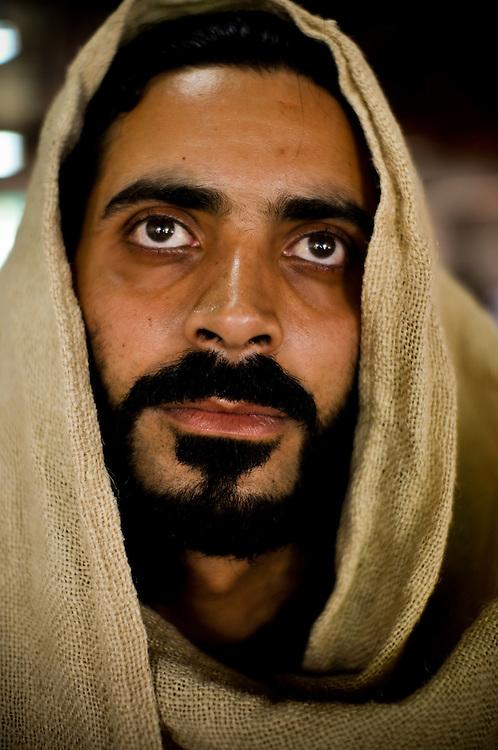 THE VIA CRUCIS OF JESUS  / EL VIACRUCIS DE JESUS.<br /> Photography by Aaron Sosa.<br /> Carrizal, Miranda State - Venezuela 2010.<br /> (Copyright &copy; Aaron Sosa)<br /> <br /> El Viernes Santo de cada a&ntilde;o el Grupo Evangelizador Jesus de Nazareth interpreta la pasi&oacute;n y el Viacrucis de Jesus. La actividad comienza en la iglesia de pueblo y luego recorrer el pueblo y hacer 14 paradas finalizan con la cruxificion y muerte de Jesus. Carrizal, Estado Miranda - Venezuela 2010