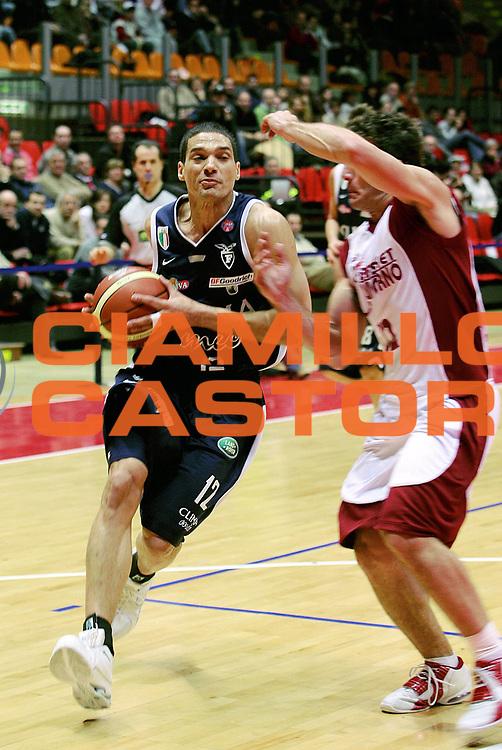 DESCRIZIONE : Livorno Lega A1 2005-06 Basket Livorno Climamio Fortitudo Bologna<br /> GIOCATORE : Green<br /> SQUADRA : Climamio Fortitudo Bologna<br /> EVENTO : Campionato Lega A1 2005-2006<br /> GARA : Basket Livorno Climamio Fortitudo Bologna<br /> DATA : 26/02/2006<br /> CATEGORIA : Penetrazione<br /> SPORT : Pallacanestro<br /> AUTORE : Agenzia Ciamillo-Castoria/Stefano D'Errico<br /> Galleria : Lega Basket A1 2005-2006<br /> Fotonotizia : Livorno Campionato Italiano Lega A1 2005-2006 Basket Livorno Climamio Fortitudo Bologna<br /> Predefinita :