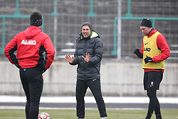 17.02.2015, Trainingsgel&auml;nde, Augsburg, GER, 1. FBL, FC Augsburg, Training, im Bild Markus Weinzierl (Trainer FC Augsburg) gibt Anweisungen auf dem Trainingsplatz, Jan-Ingwer Callsen-Bracker (FC Augsburg #18, re.) und Shawn Parker (FC Augsburg #9) // during a trainingssession of the german 1st bundesliga club FC Augsburg at the Trainingsgel&auml;nde in Augsburg, Germany on 2015/02/17. EXPA Pictures &copy; 2015, PhotoCredit: EXPA/ Eibner-Pressefoto/ Krieger<br /> <br /> *****ATTENTION - OUT of GER*****