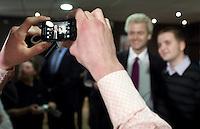 Nederland. Den Haag, 26 februari 2010.<br /> Partij voor de Vrijheid, PVV. Campagnebijeenkomst in een zaaltje Ockenburgh Active in het kader van de gemeenteraadsverkiezingen. In de pauze gaat Geert Wilders vele malen op de foto met fans. Politieke partij, aanhang, Geert WildersPolitiek, lokale politiek<br /> Foto Martijn Beekman