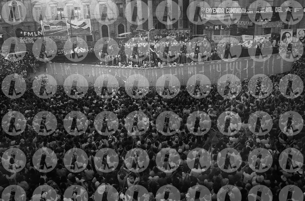 Miembros del Frente Farabundo Marti. El FMLN el primero de febrero 1992 en la plaza Gerardo Barrios se puso fin a la guerra civil. El FMLN cumple treinta anos y hoy gobierna El Salvador.. (Mauricio turcios /Imágenes Libres Photo).