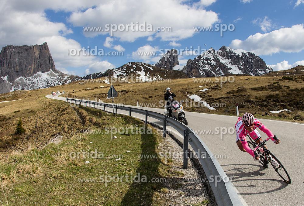 23.05.2012, Passo Giau, Cortina, ITA, Giro d' Italia 2012, 17. Etappe, Pfalzen - Cortina d'Ampezzo, am Passo Giau, im Bild Thomas Rohregger (AUT, Radioshack Nissan) // Thomas Rohregger of Austria (Radioshack Nissan) during Giro d' Italia 2012 at Stage 17 Pfalzen - Cortina d Ampezzo, at Passo Giau, Cortina, Italy on 2012/05/23. EXPA Pictures © 2012, PhotoCredit: EXPA/ J. Groder