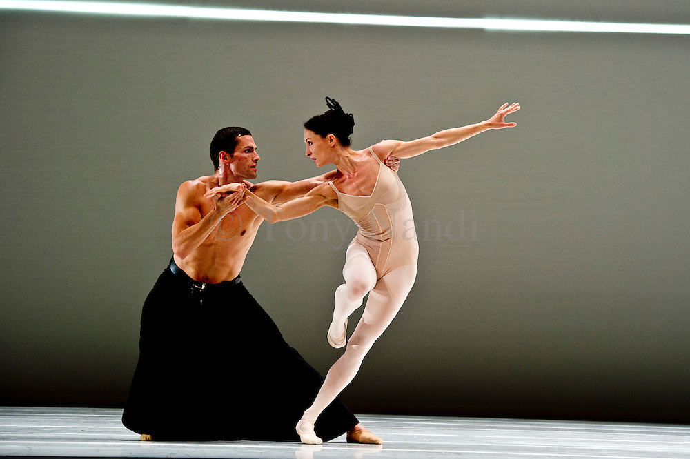Dutch National Ballet, Gross Fuge, Sadler's Wells Theatre, London, 2011