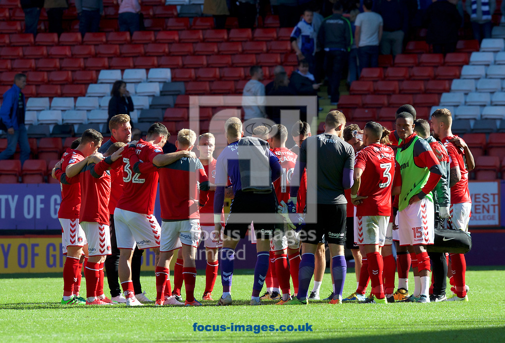 Manager Karl Robinson of Charlton Athletic talks to the players on the pitch after their 1-0 win in the Sky Bet League 1 match at The Valley, London<br /> Picture by Alan Stanford/Focus Images Ltd +44 7915 056117<br /> 05/08/2017