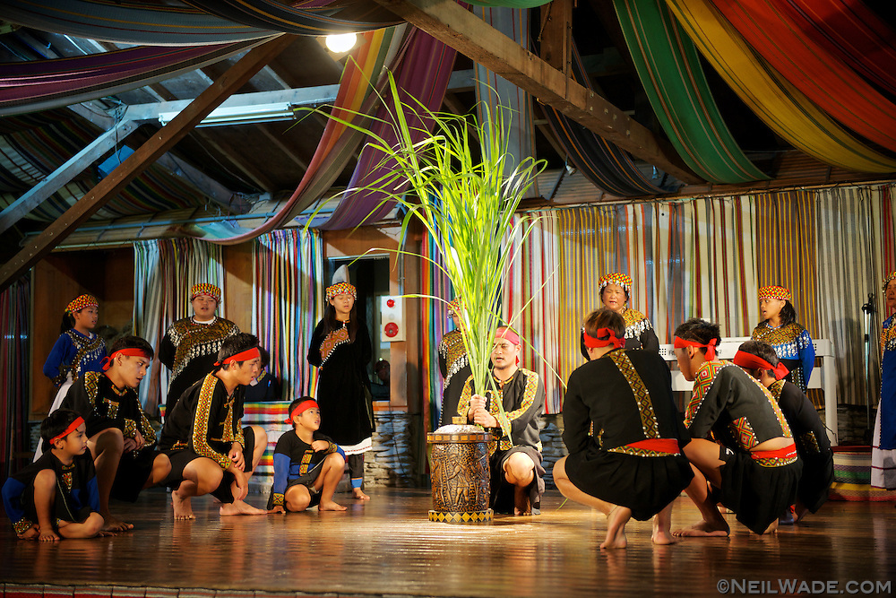 The Bunun singing and dancing show features traditional dances and songs in the Bunun language.