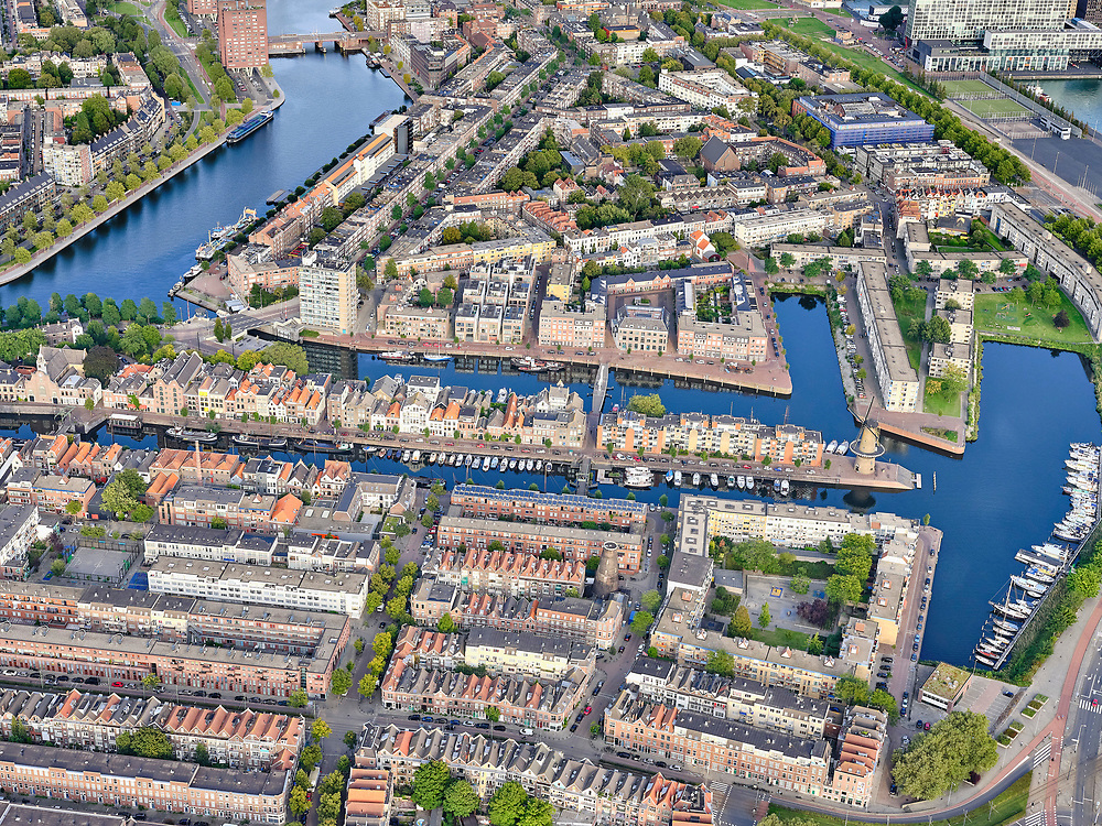 Nederland, Zuid-Holland, Rotterdam, 14-09-2019; Stadsgezicht Delfshaven, links de Coolhaven. City view Delfshaven, left the Coolhaven.<br /> luchtfoto (toeslag op standard tarieven);<br /> aerial photo (additional fee required);<br /> copyright foto/photo Siebe Swart