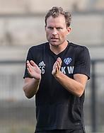 Cheftræner Kristoffer Wichmann (HIK) under opvarmningen til kampen i 2. Division mellem HIK og FC Helsingør den 30. august 2019 i Gentofte Sportspark (Foto: Claus Birch).