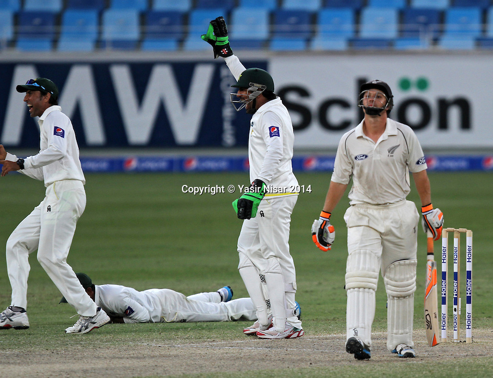 Pakistan vs New Zealand, 20 November 2014 <br /> Pakistani players celebrate after the dismissal of Watling on the forth day of second test in Dubai