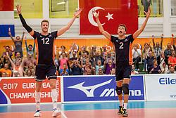 24-09-2016 NED: EK Kwalificatie Nederland - Wit Rusland, Koog aan de Zaan<br /> Nederland wint na een 2-0 achterstand in sets met 3-2 / Kay van Dijk #12, Wessel Keemink #2