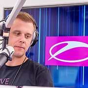20170202 Armin opent radiostudio