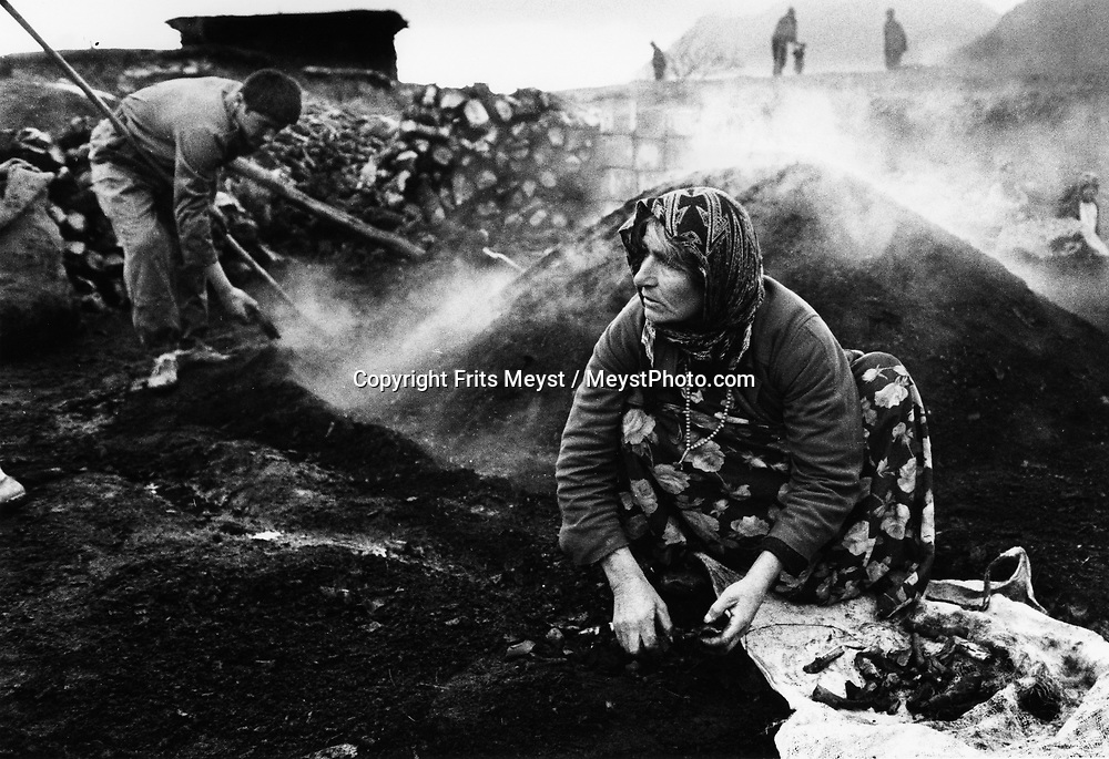 MALUMA, KURDISTAN, IRAQ, JANUARI 1994. Charcoal workers. Charcoal production is the primary income of the village. one family can produce about 150 kilo per month which brings them $3 per month. deforrestation is a big problem in the area where people have to go further into mined areas to collect wood.©Photo by Frits Meyst/NewsImages
