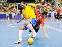 Fussball  International  FIFA  FUTSAL WM 2008   19.10.2008 Finale Brasil - Spain Brasilien - Spanien BETAO (li, BRA) gegen ORTIZ (ESP)