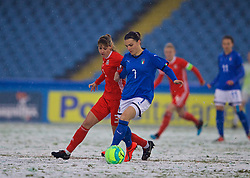 CESENA, ITALY - Tuesday, January 22, 2019: Wales' Gemma Evans (L) and Italy's Alia Guagni during the International Friendly between Italy and Wales at the Stadio Dino Manuzzi. (Pic by David Rawcliffe/Propaganda)