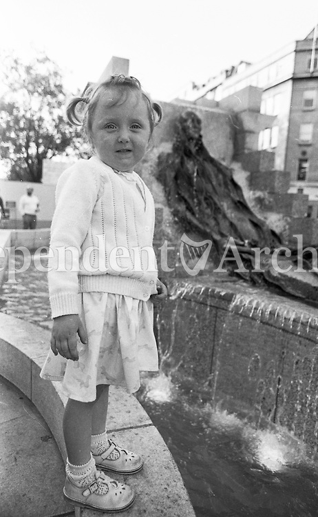 3 year old Gillian Boyle from Cabinteely at the unveiling of the Anna Livia Statue in Dublin's O'Connell St, June 1988 (Part of the Independent Newspapers Ireland/NLI Collection).