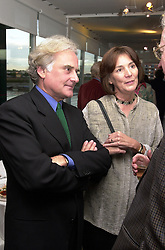SIR RICHARD & LADY EYRE at a party in <br /> London on 30th May 2000. OER 18<br /> © Desmond O'Neill Features:- 020 8971 9600<br />    10 Victoria Mews, London.  SW18 3PY <br /> www.donfeatures.com   photos@donfeatures.com<br /> MINIMUM REPRODUCTION FEE AS AGREED.<br /> PHOTOGRAPH BY DOMINIC O'NEILL