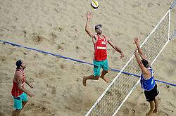 16-07-2014 NED: FIVB Grand Slam Beach Volleybal, Apeldoorn<br /> Poule fase groep A mannen - Sean Rosenthal and Philip Dalhausser USA, Steven van de Velde NED