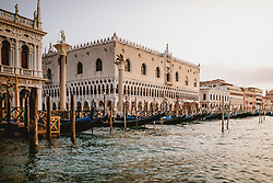 THEMENBILD - der Dogenpalast am Markusplatz (Piazza San Marco), aufgenommen am 05. Oktober 2019 in Venedig, Italien // Palazzo Ducale at the Piazza San Marco in Venice, Italy on 2019/10/05. EXPA Pictures © 2019, PhotoCredit: EXPA/ JFK