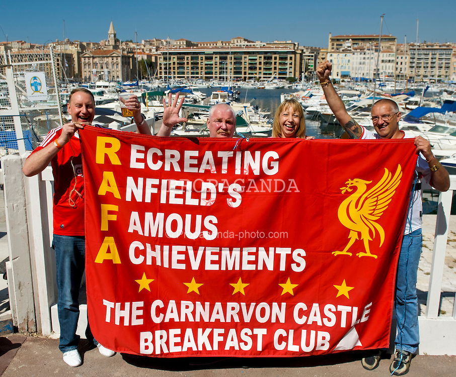 MARSEILLE, FRANCE - Tuesday, September 16, 2008: Liverpool's supporters enjoy the sunshine in Vieux Port Marseille ahead of the Reds' opening UEFA Champions League Group D match against Olympique de Marseille. (Photo by David Rawcliffe/Propaganda)