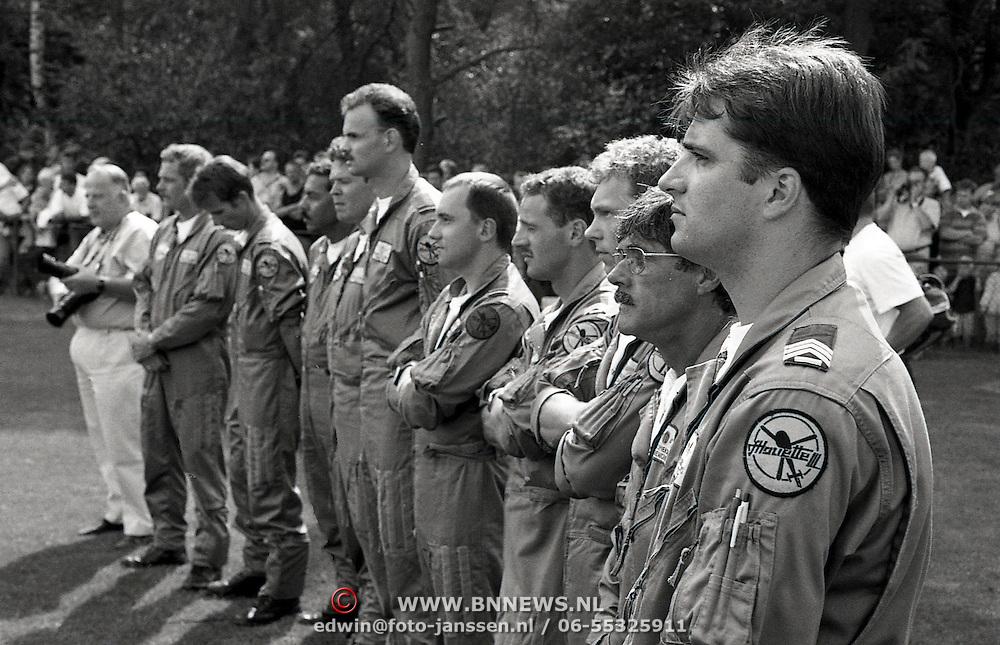 NLD/Zeist/19950808 - Afscheid van the Grasshoppers vliegbasis Soesterberg, officier Manderfeld