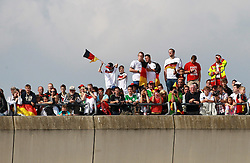15.07.2014, Flughafen Tegel, Berlin, GER, FIFA WM, Empfang der Weltmeister in Deutschland, Finale, im Bild Deutsche Fans warten auf die Ankunft der Weltmeistermannschaft. // during Celebration of Team Germany for Champion of the FIFA Worldcup Brazil 2014 at the Flughafen Tegel in Berlin, Germany on 2014/07/15. EXPA Pictures © 2014, PhotoCredit: EXPA/ Eibner-Pressefoto/ Pool<br /> <br /> *****ATTENTION - OUT of GER*****