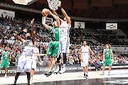 DESCRIZIONE : Bologna Lega A 2008-09 La Fortezza Virtus Bologna Montepaschi Siena<br /> GIOCATORE : Rimantas Kaukenas Tap In Finale Rimbalzo in Attacco<br /> SQUADRA : Montepaschi Siena <br /> EVENTO : Campionato Lega A 2008-2009<br /> GARA : La Fortezza Virtus Bologna Montepaschi Siena<br /> DATA : 16/04/2009<br /> CATEGORIA : rimbalzo last shot curiosita super<br /> SPORT : Pallacanestro<br /> AUTORE : Agenzia Ciamillo-Castoria/M.Marchi<br /> Galleria : Lega Basket A1 2008-2009<br /> Fotonotizia : Bologna Lega A 2008-2009 La Fortezza Virtus Bologna Montepaschi Siena<br /> Predefinita :