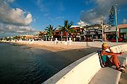 MEXICO, YUCATAN, COZUMEL San Miguel, Malecon sea wall