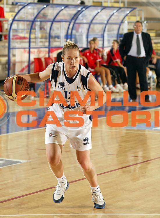 DESCRIZIONE : Taranto Lega A1 Femminile 2005-06 Lenzi Professional Bolzano Gescom Viterbo <br /> GIOCATORE : Manic <br /> SQUADRA : Gescom Viterbo <br /> EVENTO : Campionato Lega A1 Femminile  2005-2006 <br /> GARA : Lenzi Professional Bolzano Gescom Viterbo <br /> DATA : 02/10/2005 <br /> CATEGORIA : <br /> SPORT : Pallacanestro <br /> AUTORE : Agenzia Ciamillo-Castoria