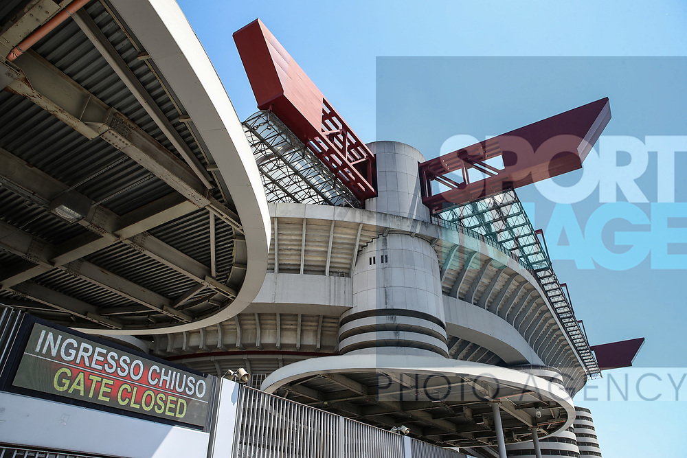 Signs showing gates closed outside the stadium before the Serie A match at Giuseppe Meazza, Milan. Picture date: 28th June 2020. Picture credit should read: Jonathan Moscrop/Sportimage