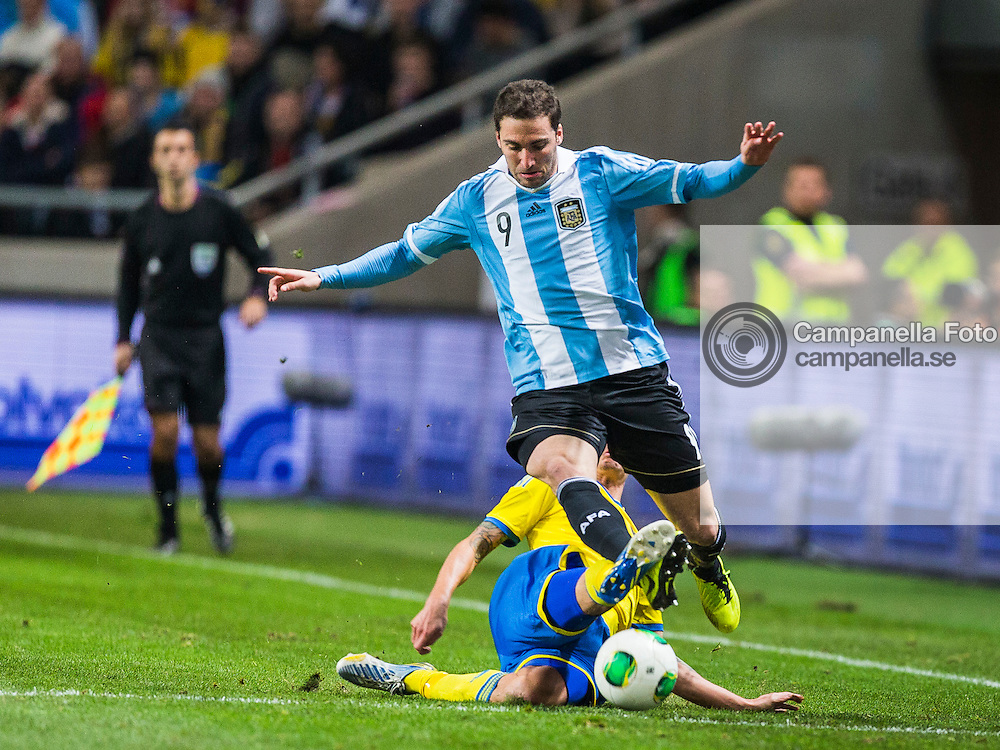 Solna 2013-02-06: <br /> <br /> Argentina 9 Gonzalo Higua&iacute;n tries to skip past a Swedish player durring an international friendly between Sweden and Argentina held at Friends Arena in Solna, Sweden. <br /> <br /> (Photo: Michael Campanella / Pic-Agency)