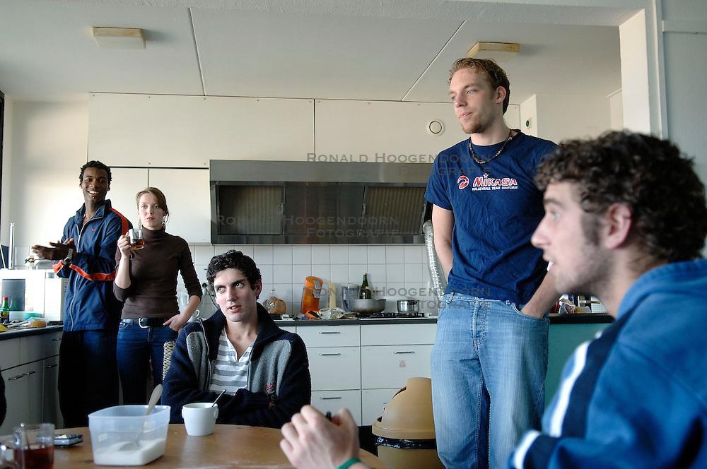 04-04-2006  VOLLEYBAL: HVA AMSTERDAM: AMSTERDAM<br /> Reportage van HVA Amsterdam / Ramsy Mauricia, Niels Klapwijk, Thijs Van Noorden en Yannick van Harskamp <br /> ©2005-WWW.FOTOHOOGENDOORN.NL