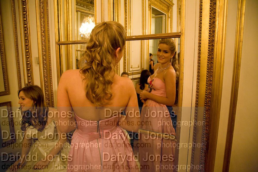 HON PHILLIPA CADOGAN;, The 2008 Crillon Debutante Ball. Getting Ready the Day before. Crillon Hotel. Paris. 29 November 2008. *** Local Caption *** -DO NOT ARCHIVE-© Copyright Photograph by Dafydd Jones. 248 Clapham Rd. London SW9 0PZ. Tel 0207 820 0771. www.dafjones.com.