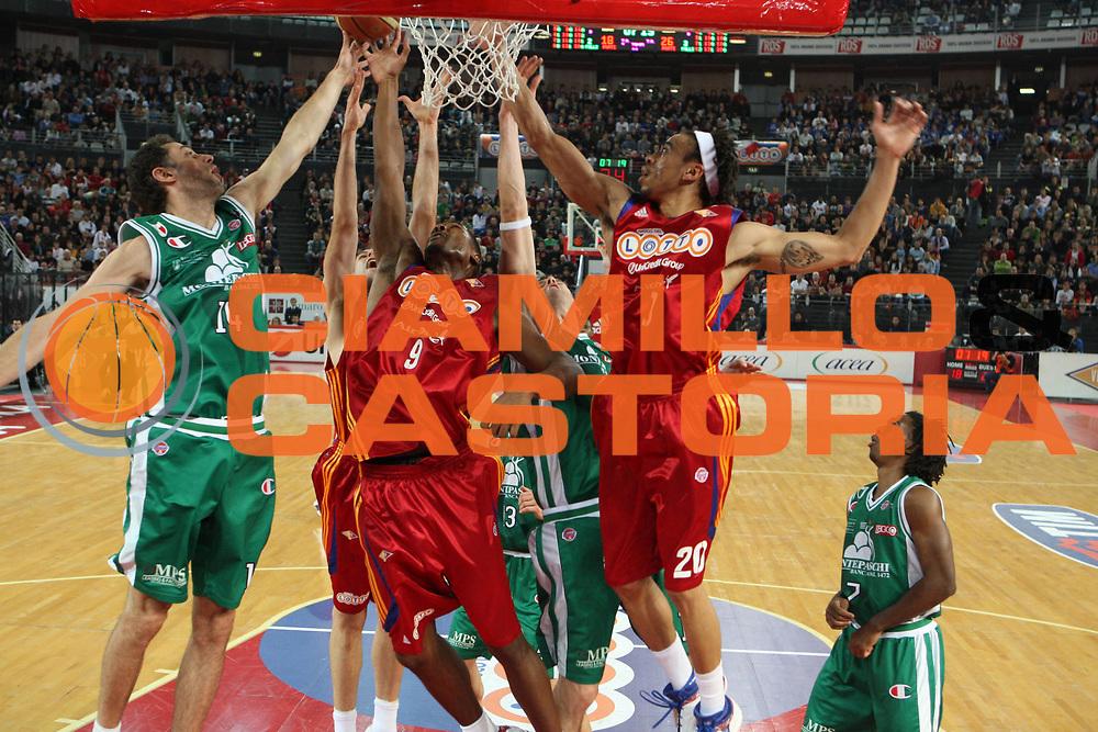 DESCRIZIONE : Roma Lega A1 2008-09 Lottomatica Virtus Roma Montepaschi Siena<br /> GIOCATORE : Ksistof Lavrinovic Andre Hutson<br /> SQUADRA : Lottomatica Virtus Roma<br /> EVENTO : Campionato Lega A1 2008-2009 <br /> GARA : Lottomatica Virtus Roma Montepaschi Siena<br /> DATA : 16/11/2008 <br /> CATEGORIA : rimbalzo<br /> SPORT : Pallacanestro <br /> AUTORE : Agenzia Ciamillo-Castoria/G.Ciamillo